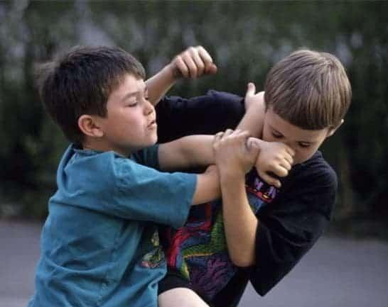 детска агресия